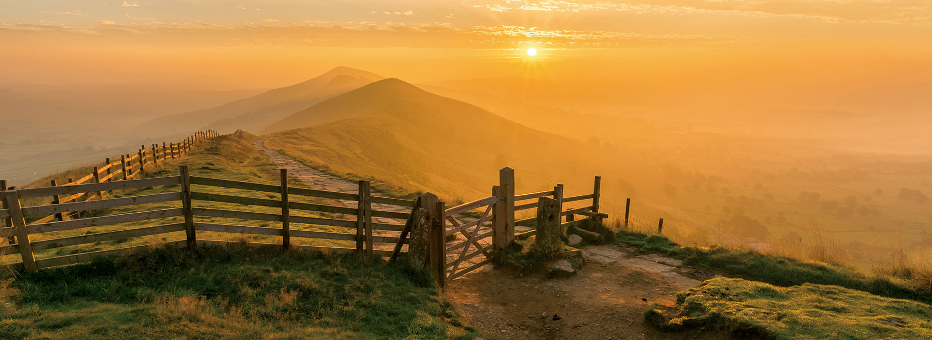 The Great Ridge, near Castleton, in the Peak District National Park at dawn